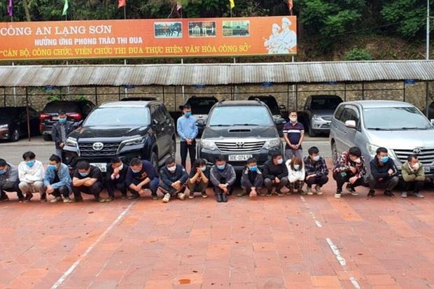 Giữa đêm, chặn bắt 3 ô tô chở 20 người nhập cảnh trái phép trên cao tốc Hà Nội - Hải Phòng - Ảnh 2.