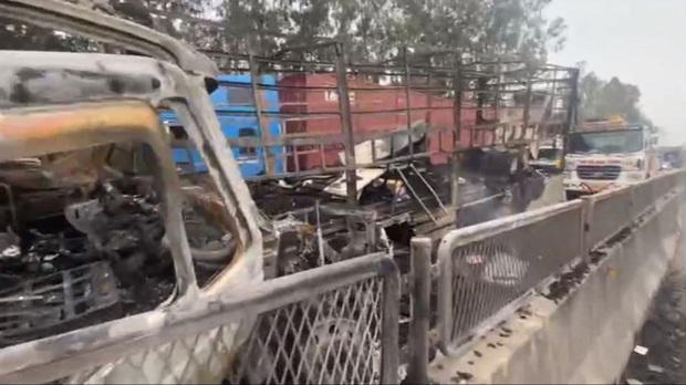 Tai nạn liên hoàn, xe container đấu đầu xe tải rồi 2 xe cháy trơ khung trên Quốc lộ 1A - Ảnh 11.
