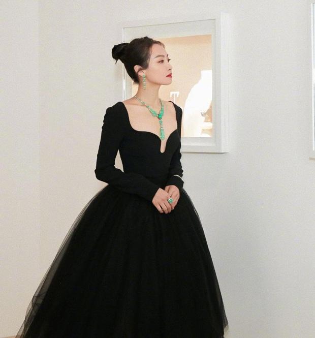Sao nữ trên thảm đỏ tuần qua: Váy đen dễ mặc là thế nhưng Tống Thiến vẫn bị réo tên - Ảnh 8.