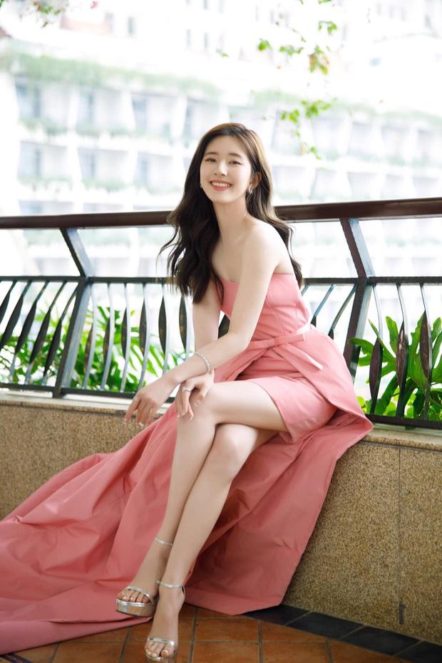3 sự cố váy áo tại Elle Style Awards 2020: Trương Gia Nghê rơi khuyên tai, Giang Sơ Ảnh giẫm lên váy - Ảnh 6.