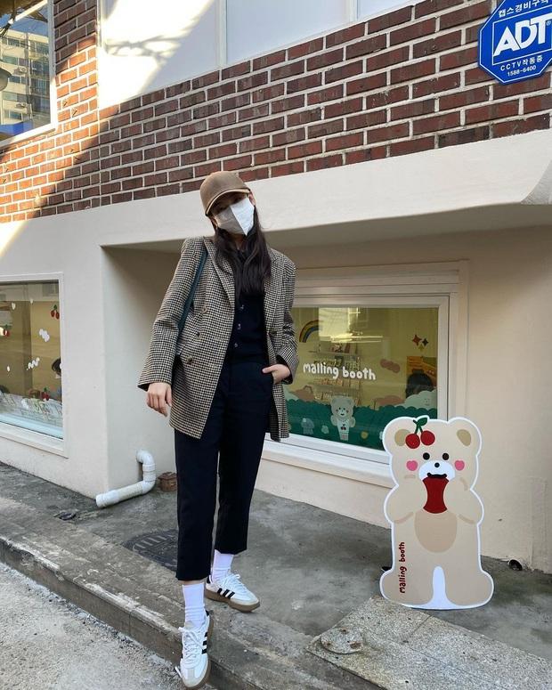 """Bắt chước sao Hàn sắm 4 items sau, style mùa lạnh của bạn sẽ """"lên như diều gặp gió"""" - Ảnh 8."""