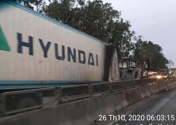 Tai nạn liên hoàn, xe container đấu đầu xe tải rồi 2 xe cháy trơ khung trên Quốc lộ 1A - Ảnh 9.