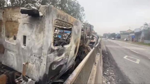 Tai nạn liên hoàn, xe container đấu đầu xe tải rồi 2 xe cháy trơ khung trên Quốc lộ 1A - Ảnh 10.