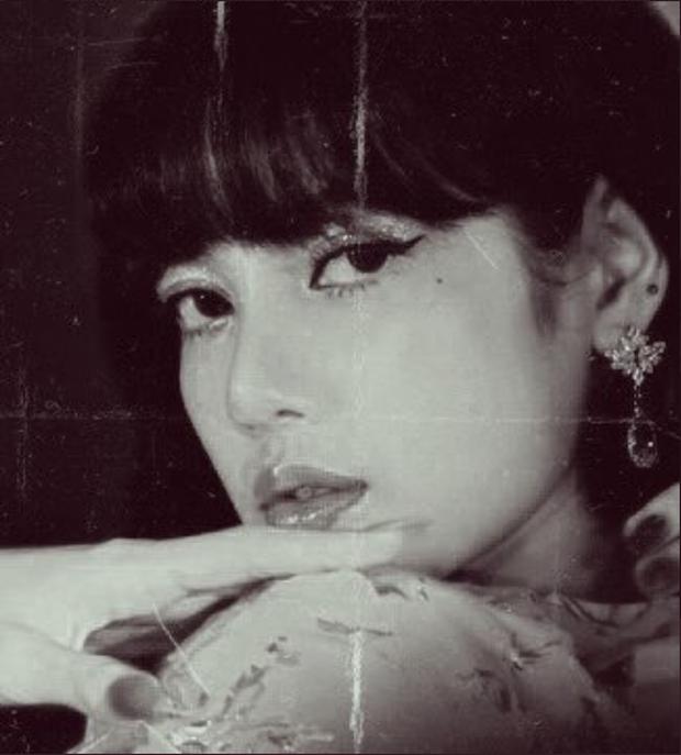 Trăm nghìn netizen đang phát sốt vì bộ ảnh xuyên không của Lisa (BLACKPINK): Minh tinh tuyệt sắc thập niên 1970 hay gì? - Ảnh 6.