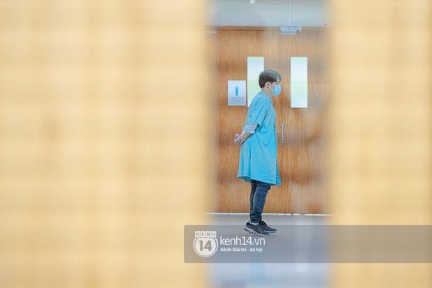 Sau gần 1 ngày vào viện, Đông Nhi chuyển phòng đẻ mổ, hạ sinh con gái nặng 3,06kg - Ảnh 7.