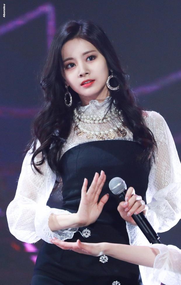 4 nữ thần Kpop đã đẹp còn miễn nhiễm với phốt thái độ: Yoona, Tzuyu nổi tiếng là có lý do, Sana thế nào mà bao sao nam mê mẩn? - Ảnh 7.
