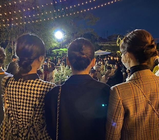 Hé lộ ảnh hiếm hoi trong đám cưới bí mật nhất Kpop của Changmin (DBSK): SNSD, BoA đến Suju lộ diện, cô dâu có ló mặt? - Ảnh 2.