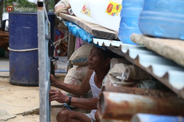 Người dân Quảng Nam đào hầm, đưa cả nhà xuống trú ẩn để tránh bão số 9 - Ảnh 4.