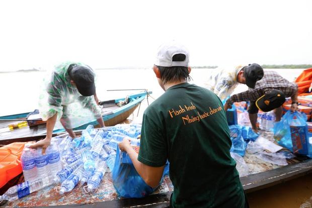 Chàng trai Quảng Nam 15 ngày dầm mình trong mưa lũ cứu trợ bà con: Miền Trung sinh ra bọn mình sức dài vai rộng, bọn mình trở về gánh vác phụ miền Trung - Ảnh 5.
