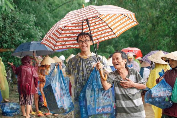 Chàng trai Quảng Nam 15 ngày dầm mình trong mưa lũ cứu trợ bà con: Miền Trung sinh ra bọn mình sức dài vai rộng, bọn mình trở về gánh vác phụ miền Trung - Ảnh 3.