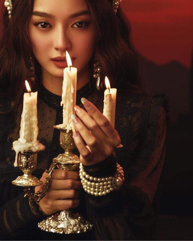 Kaity Nguyễn tung bộ ảnh Halloween chuẩn style Tiệc Trăng Máu, dân tình dán mắt vào vòng 1 khủng nóng hừng hực của cô nàng - Ảnh 4.