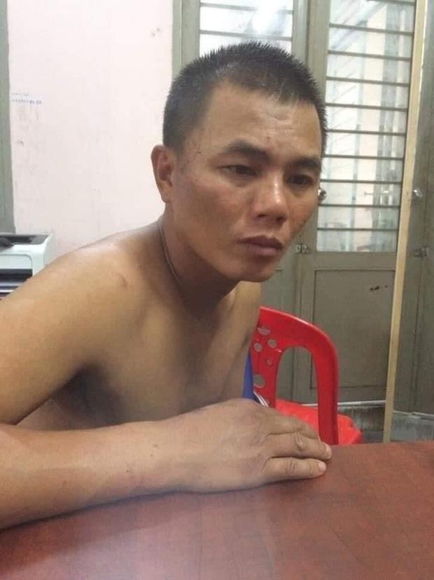 Kẻ trộm xe xịt hơi cay tấn công hình sự, nhảy kênh tẩu thoát ở Sài Gòn - Ảnh 1.