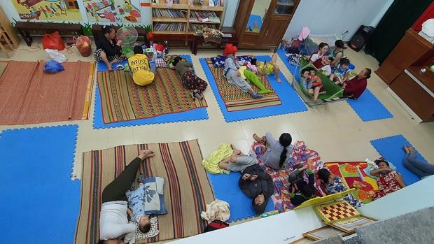 Đà Nẵng sơ tán khẩn cấp 400 hộ dân dưới chân núi Ngũ Hành Sơn ngay trong đêm trước giờ bão số 9 đổ bộ - Ảnh 10.