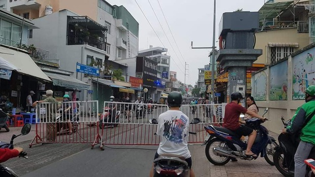 Nhà trong hẻm ở Sài Gòn bốc cháy khiến 1 người phụ nữ tử vong - Ảnh 1.