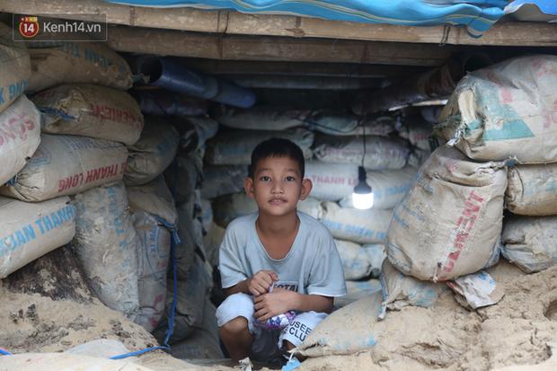 Người dân Quảng Nam đào hầm, đưa cả nhà xuống trú ẩn để tránh bão số 9 - Ảnh 5.