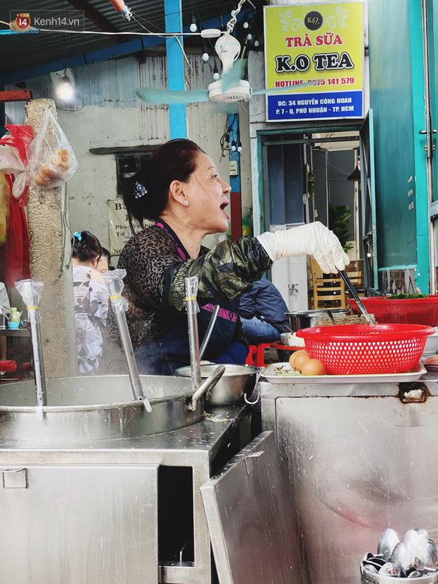 Tìm đến mì chửi đắt khách nhất Sài Gòn sau lùm xùm trên mạng: Cứ 5 phút nghe chửi 1 lần, khách đến ăn im thin thít vì sợ - Ảnh 9.