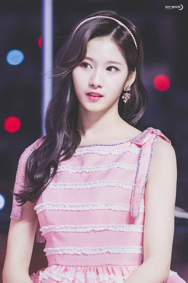 4 nữ thần Kpop đã đẹp còn miễn nhiễm với phốt thái độ: Yoona, Tzuyu nổi tiếng là có lý do, Sana thế nào mà bao sao nam mê mẩn? - Ảnh 10.