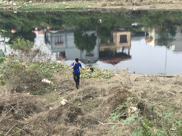 """Hàng trăm người dân, công an và thân nhân đang lội sông tìm kiếm nữ sinh Học viện Ngân hàng: """"Đoạn đường nữ sinh mất dấu vết đã 3 hôm không có điện"""" - Ảnh 16."""