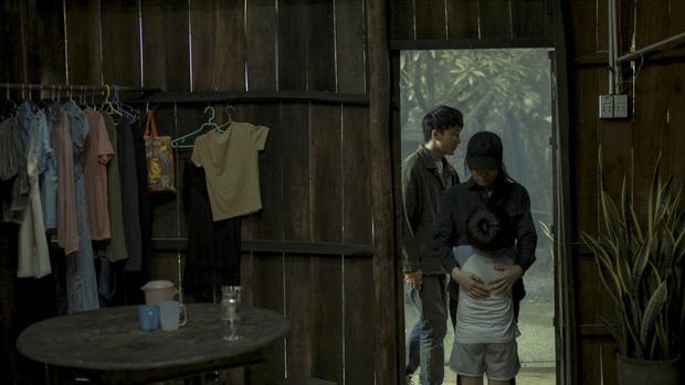Án mạng, chung cư xuống cấp, gái mát-xa: Nét Sài Gòn thô mà thật ở phim Trái Tim Quái Vật? - Ảnh 8.
