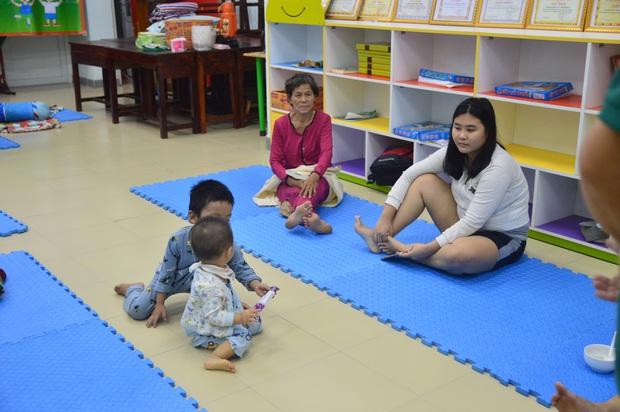Đà Nẵng sơ tán khẩn cấp 400 hộ dân dưới chân núi Ngũ Hành Sơn ngay trong đêm trước giờ bão số 9 đổ bộ - Ảnh 6.