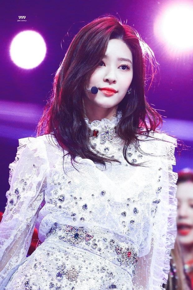 4 nữ thần Kpop đã đẹp còn miễn nhiễm với phốt thái độ: Yoona, Tzuyu nổi tiếng là có lý do, Sana thế nào mà bao sao nam mê mẩn? - Ảnh 15.