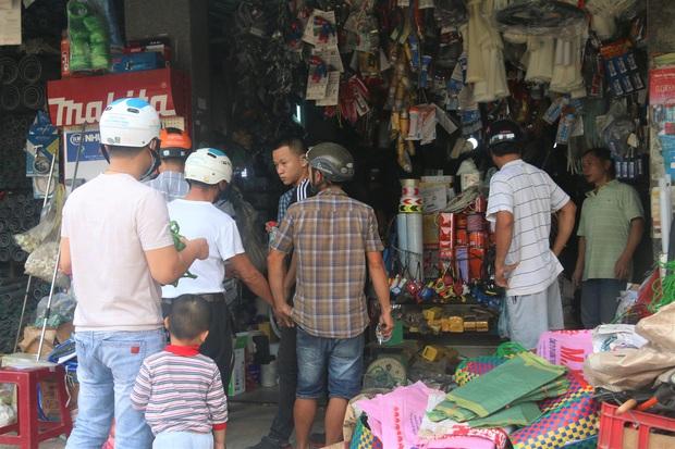 Người dân Đà Nẵng đổ xô đi mua vật liệu chằng chống nhà cửa trước giờ siêu bão đổ bộ - Ảnh 3.