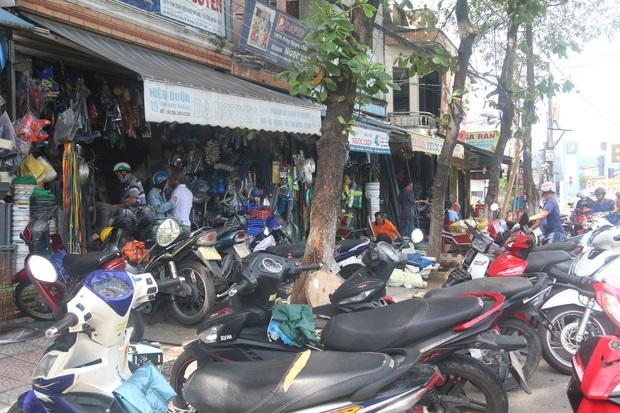 Người dân Đà Nẵng đổ xô đi mua vật liệu chằng chống nhà cửa trước giờ siêu bão đổ bộ - Ảnh 8.
