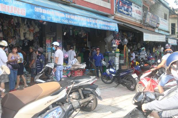 Người dân Đà Nẵng đổ xô đi mua vật liệu chằng chống nhà cửa trước giờ siêu bão đổ bộ - Ảnh 9.