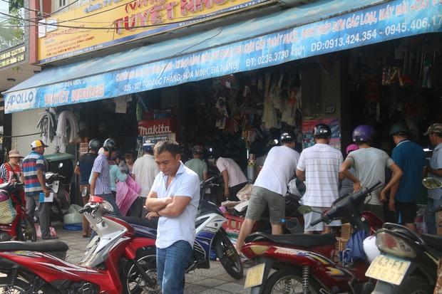 Người dân Đà Nẵng đổ xô đi mua vật liệu chằng chống nhà cửa trước giờ siêu bão đổ bộ - Ảnh 12.