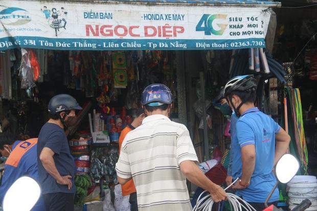 Người dân Đà Nẵng đổ xô đi mua vật liệu chằng chống nhà cửa trước giờ siêu bão đổ bộ - Ảnh 15.
