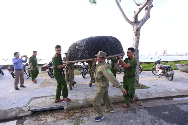 Đà Nẵng cấm người dân ra đường từ 20h tối nay, cho người lao động nghỉ làm ngày 28/10 - Ảnh 1.