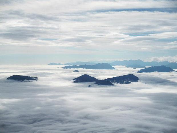 """Dân mạng truy lùng địa điểm săn mây đẹp bậc nhất Việt Nam: Xem ảnh mà ngỡ """"tiên cảnh"""" giữa đời thực, không phải ai cũng được check-in - Ảnh 1."""