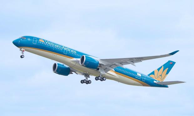 Vietnam Airlines cho bay sớm hàng loạt chuyến bay do ảnh hưởng của bão số 9 - Ảnh 1.