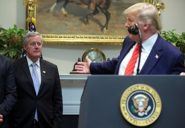 Cố vấn thân cận của ông Trump thừa nhận Mỹ không thể kiểm soát đại dịch COVID-19 - Ảnh 2.