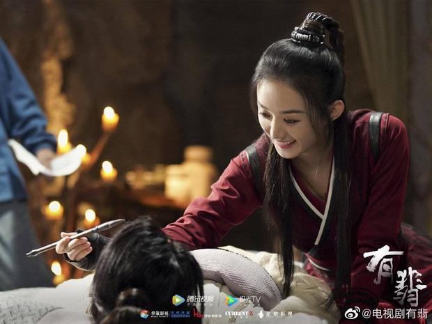 Hữu Phỉ của Triệu Lệ Dĩnh - Vương Nhất Bác tung poster phèn chua, netizen la ó trông như thời 1900 hồi đó - Ảnh 4.