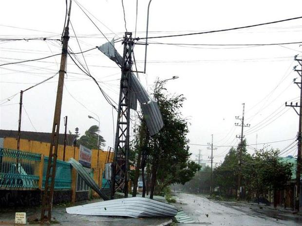 Nhìn lại những cơn bão với sức tàn phá kinh hoàng, được so sánh mạnh tương đương bão số 9 năm nay tại Việt Nam - Ảnh 1.