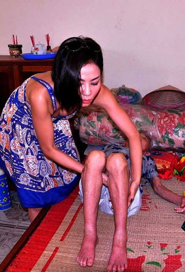 Sao Việt bị ném đá vì chuyện ăn mặc khi đi từ thiện: Người hở ngực, hở mông, người lại lên đồ như đi club - Ảnh 5.