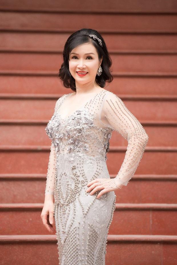 Sao Việt khiến fan nở mũi vì sở hữu học vị danh giá: Hoàng Thùy Linh có ý định học lên Tiến sĩ, Lê Âu Ngân Anh là Thạc sĩ khi mới 24 tuổi - Ảnh 4.