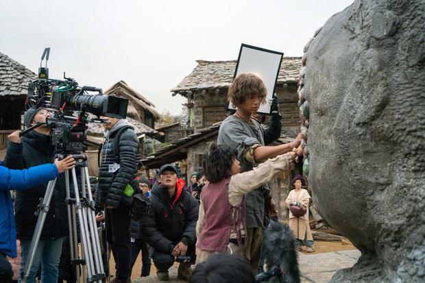4 phim Hàn dính bê bối bóc lột nhân viên thậm tệ: Hết bỏ mạng vì kiệt sức lại tử tự vì không chịu nổi áp lực - Ảnh 3.