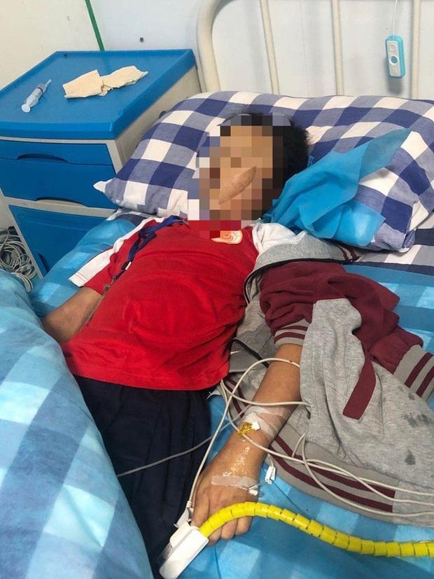 Vụ bé gái 10 tuổi tử vong sau khi bị cô giáo đánh vì làm sai bài tập: Hé lộ nguyên nhân cái chết nhưng vẫn khiến gia đình phẫn nộ - Ảnh 3.
