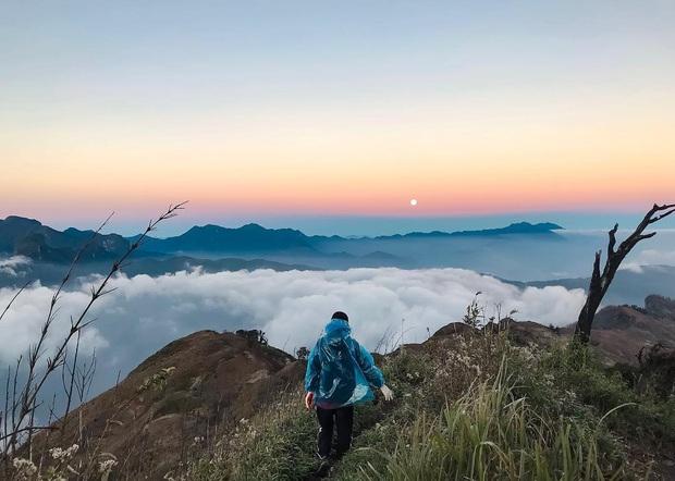 """Dân mạng truy lùng địa điểm săn mây đẹp bậc nhất Việt Nam: Xem ảnh mà ngỡ """"tiên cảnh"""" giữa đời thực, không phải ai cũng được check-in - Ảnh 20."""