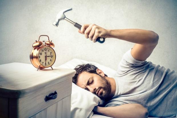 Tin xấu cho các bậc thầy ngủ nướng: Đặt nhiều báo thức cách nhau 5, 10 phút sẽ khiến bạn hối hận đấy - Ảnh 2.