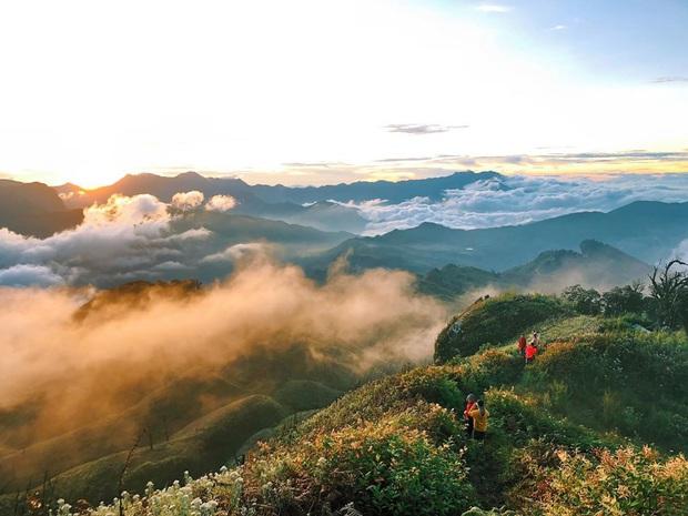 """Dân mạng truy lùng địa điểm săn mây đẹp bậc nhất Việt Nam: Xem ảnh mà ngỡ """"tiên cảnh"""" giữa đời thực, không phải ai cũng được check-in - Ảnh 4."""