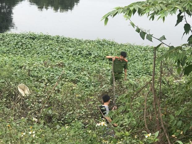 """Hàng trăm người dân, công an và thân nhân đang lội sông tìm kiếm nữ sinh Học viện Ngân hàng: """"Đoạn đường nữ sinh mất dấu vết đã 3 hôm không có điện"""" - Ảnh 11."""