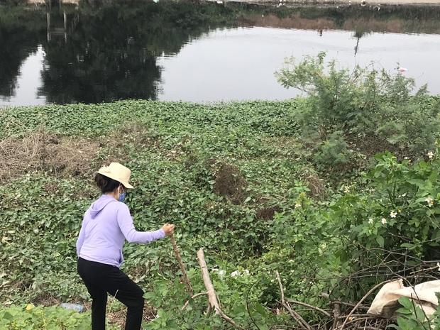 """Hàng trăm người dân, công an và thân nhân đang lội sông tìm kiếm nữ sinh Học viện Ngân hàng: """"Đoạn đường nữ sinh mất dấu vết đã 3 hôm không có điện"""" - Ảnh 12."""