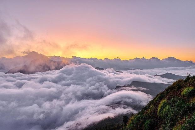 """Dân mạng truy lùng địa điểm săn mây đẹp bậc nhất Việt Nam: Xem ảnh mà ngỡ """"tiên cảnh"""" giữa đời thực, không phải ai cũng được check-in - Ảnh 5."""