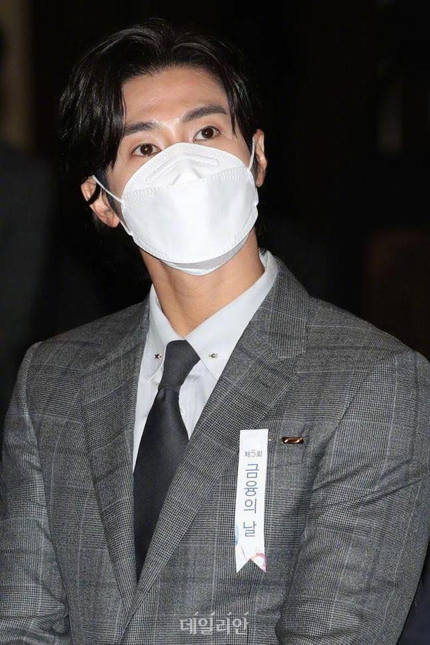 Nam thần Yunho (DBSK) nhận bằng khen từ Tổng thống, minh tinh Go So Young lộ diện sau bê bối săn gái của Jang Dong Gun - Ảnh 6.