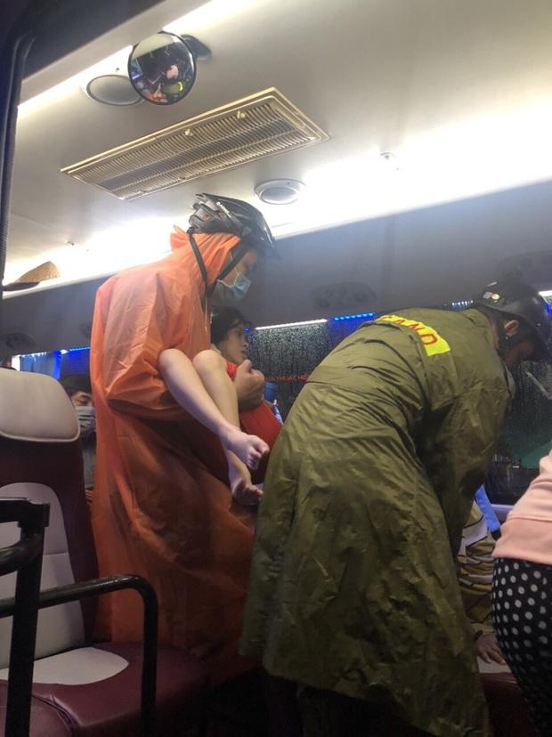 Đà Nẵng sơ tán khẩn cấp 400 hộ dân dưới chân núi Ngũ Hành Sơn ngay trong đêm trước giờ bão số 9 đổ bộ - Ảnh 3.