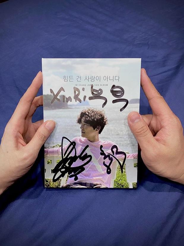 Hari Won xúc động khoe nhận được album có chữ ký thần tượng, Trấn Thành vội vào bóc phốt làm lộ luôn nick FB phụ? - Ảnh 2.