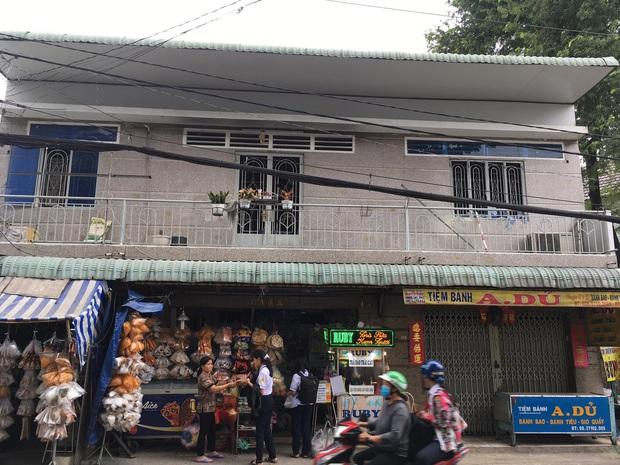 Nghi vấn cha phóng hỏa đốt nhà khiến 3 cha con bị bỏng nặng ở Sài Gòn - Ảnh 1.